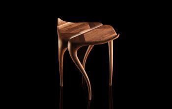 שולחן צד מפוסל מעץ