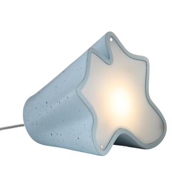 stem מנורת שולחן מבטון בצבע תכלת