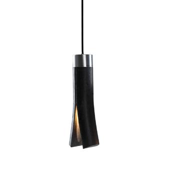 SPLIT מנורה תלויה מבטון בצבע שחור