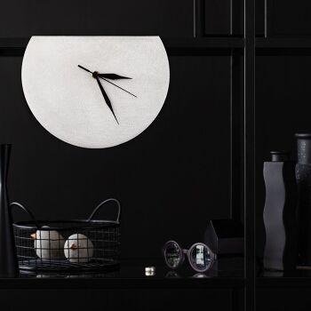 MOON GALA – שעון מדף מעוצב