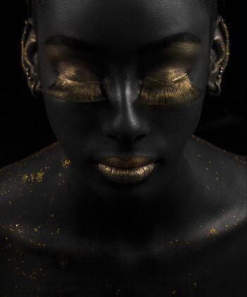 Gold on Black 5