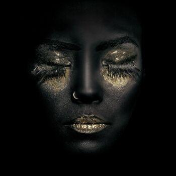 Gold on Black 7