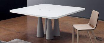 שולחן אוכל לבן מלבני / ריבועי עם ארבע רגליים