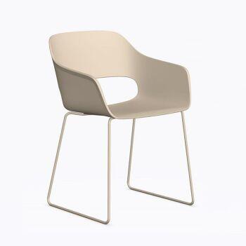 כסא אוכל בצבע בז'