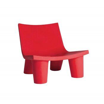 כורסת ליטא בצבע בעיצובה של פאולה נבונה בצבע אדום