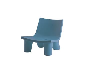 כורסת ליטא בצבע בעיצובה של פאולה נבונה בצבע כחול