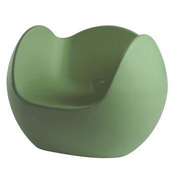 כורסת גן בעיצובו של קארים ראשיד בצבע ירוק