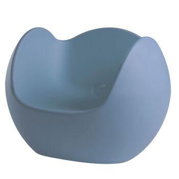 כורסת גן בעיצובו של קארים ראשיד בצבע כחול