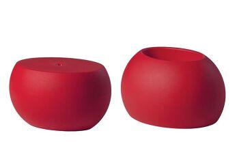 שולחן צד בעיצובו של קארים ראשיד בצבע אדום