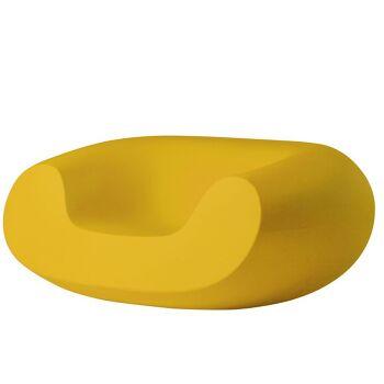כורסת גן בעיצובו של מרסל וונדרס בצבע צהוב