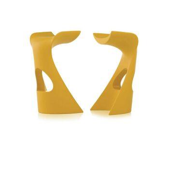 כסא בר מינימלסטי בעיצובו של קארים ראשיד בצבע צהוב