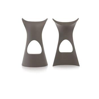 כסא בר מינימלסטי בעיצובו של קארים ראשיד בצבע אפור