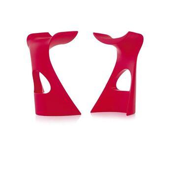 כסא בר מינימלסטי בעיצובו של קארים ראשיד בצבע אדום