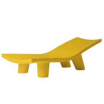 מיטת שיזוף ליטא בצבע בעיצובה של פאולה נבונה צהוב
