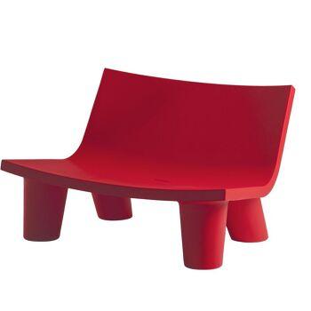 ספה ליטא בצבע בעיצובה של פאולה נבונה בצבע אדום