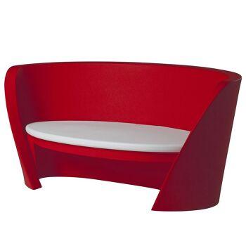 ספת גן בעיצוב קארים ראשיד, בצבע אדום