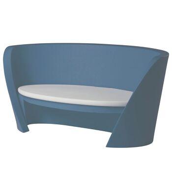ספת גן בעיצוב קארים ראשיד, בצבע כחול